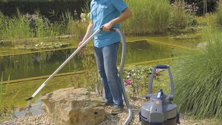 L'aspirateur de bassin est idéal pour retirer la vase et les feuilles mortes du bassin